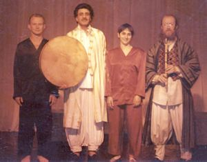 Friendship of peoples: Jan Sutton (Great Britain), Reza Keramadan (Iran), Jovanna Summo (Italy), Sergei Letov - performance Death of prince Bessmortnogo (by Shah-Nàìå. An episode of fight Rusama and Isfendijara). Rome. Theatre In Trastevere, 1992.