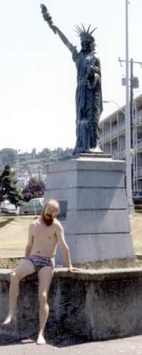 Seattle, S.Letov on a beach with a statue of freedom, 1990